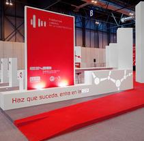 Estand de la Fundación Laboral de la Construcción en EXPOMATEC 2011 . Un proyecto de Diseño e Instalaciones de Tamara Pintado /  Alessandro Masi  - 14-12-2011