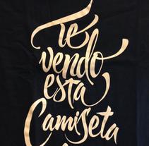 Te vendo esta camiseta por 15€. Un proyecto de Moda, Serigrafía, Tipografía y Caligrafía de Héctor Rodríguez         - 14.01.2015