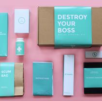 OFFICE SURVIVAL KIT. Un proyecto de Br, ing e Identidad, Packaging, Diseño de producto, Diseño Web y Vídeo de designer_at_deep         - 03.09.2015