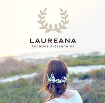 Laureana Tocados. A Design, Photograph, UI / UX, Accessor, Design, Art Direction, Br, ing, Identit, Fashion, Graphic Design, Multimedia, Packaging, T, pograph, and Web Design project by Reyes Martínez         - 01.03.2016
