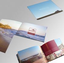 Onofre Miguel property development Catalogue. Um projeto de Design editorial de Jose Ribelles         - 13.04.2016