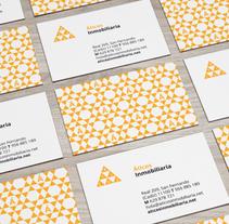 Áticos . Un proyecto de Dirección de arte, Br, ing e Identidad y Diseño gráfico de Salvartes  Diseño de Identidad y Packaging  - 10-07-2016
