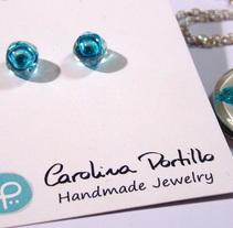 Recycled Glass Jewelry by Carolina Portillo. Un proyecto de Artesanía, Diseño de jo, as y Diseño de producto de Emilia Gomez - 16-08-2016