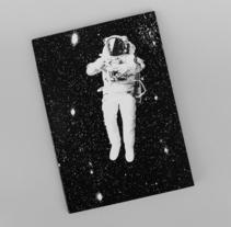 'FOR ALL MANKIND', Libro en formato a5, con encuadernación encolada en hojas sueltas.. Un proyecto de Fotografía, Diseño editorial y Diseño gráfico de Lucía Herrero García         - 10.01.2017