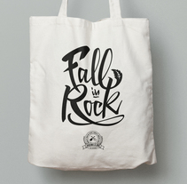 Lettering: Fall in Rock. A Calligraph, and Lettering project by Cristina Pérez - 14-04-2017
