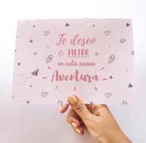 """Postal """"te deseo lo mejor en esta nueva aventura"""" . Un proyecto de Diseño, Ilustración, Diseño de producto y Tipografía de Raquel Sarabia Ruda - 13-09-2017"""
