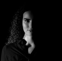 Fotografía, revelado y edición de retrato a modelo. Um projeto de Fotografia, Design gráfico e Retoque digital de Guillermo Castañeda         - 03.04.2018
